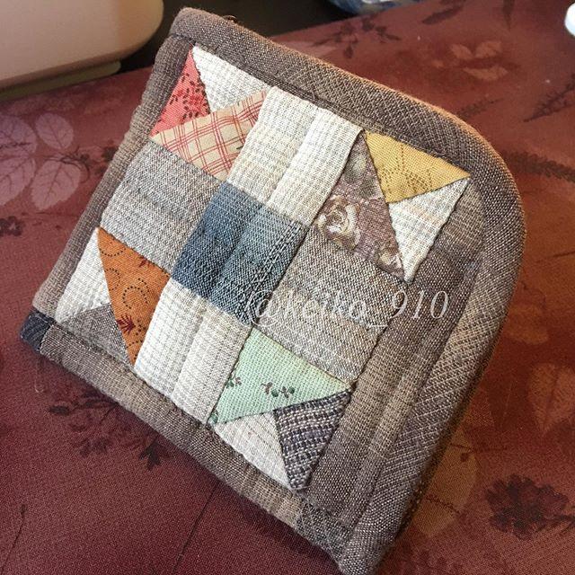 L字型のお財布出来ました・#パッチワーク #パッチワークキルト #ポーチ#patchwork#patchworkquilt ・一応お財布として作ったけどちょっと失敗!中の小銭入れが浅くて小銭がポロポロ落ちる・自宅でポーチとして使います
